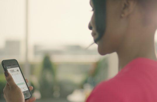 Roche Diabetes Care presenta su nuevo sensor y glucómetro